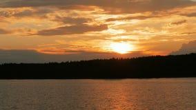 Guld- solnedgång på floden lager videofilmer