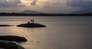 Guld- solnedgång på Queensstranden, Bowen Arkivfoton