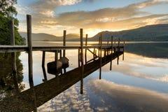 Guld- soluppgång vid sjön Royaltyfria Bilder
