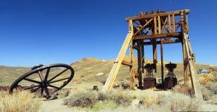 Guld som bryter utrustning på Bodie State Historic Site, Kalifornien Arkivfoto