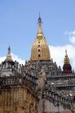 guld- spire för kupol royaltyfri fotografi