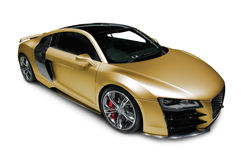 Guld- sportbil på vit Arkivfoton