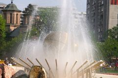 guld- springbrunn royaltyfria foton