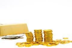 Guld- stång och guld- mynt Arkivbild