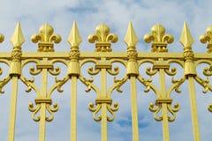 Guld- staket med prydnader arkivfoton