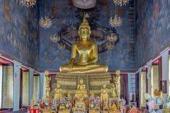 Guld- staty av buddha i Thailand Arkivbild