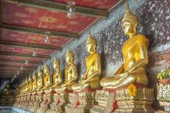 Guld- staty av buddha i Thailand Fotografering för Bildbyråer