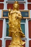 Guld- staty av Guanyin Fotografering för Bildbyråer