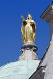 Guld- staty av St Anne på domkyrkan av benäget, Frankrike Royaltyfri Bild