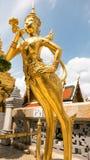 guld- staty för ängel Arkivfoton