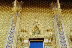 Guld- staty för vägg av Buddha Arkivbilder