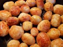 Guld- stekte unga potatisar Fotografering för Bildbyråer
