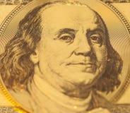 Guld- stående av Benjamin Franklin på hundra dollar förbud Arkivbilder