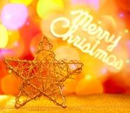 Guld- stjärna med skriven glad jul Royaltyfri Fotografi