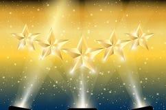Guld 5 stjärnor i strålkastare Royaltyfri Fotografi