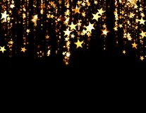 Guld- stjärnor på svart bakgrund vektor illustrationer