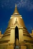 guld- storslaget slotttempel thailand Arkivbilder