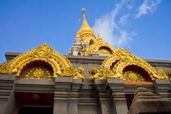 Guld- stupa royaltyfria bilder