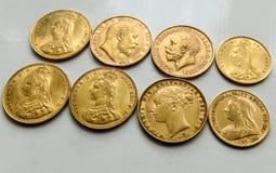 Guld- suveräna mynt, blandade data, främre och bakre royaltyfria foton