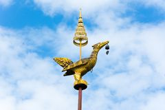 Guld- svanskulptur Royaltyfri Foto