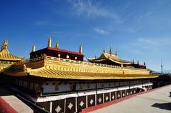 Guld- tak av Jokhang Lhasa Tibet Fotografering för Bildbyråer
