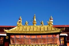 Guld- tak av Jokhang Lhasa Tibet Royaltyfri Fotografi