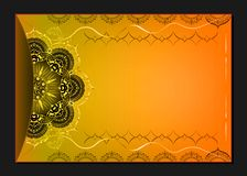 Guld- tappninghälsningkort på orange bakgrund Lyxig prydnadmall Utmärkt för inbjudan, reklamblad, meny, broschyr Arkivfoton