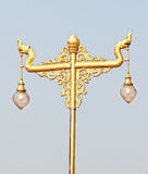 Guld- tappninglampstolpe Arkivbilder