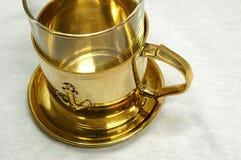 guld- tea för kopp Royaltyfri Foto