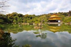 guld- tempel för jikinkakupaviljong Arkivfoton