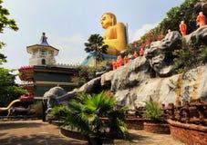 GULD- TEMPEL, störst buddhistic gränsmärken - Dambula royaltyfria foton
