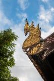Guld- tempeltak för thailändsk stil Arkivbilder