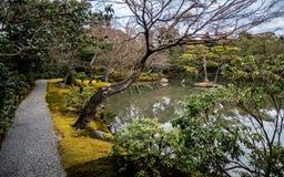 Guld- tempelträdgård royaltyfri fotografi