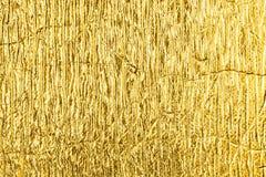 Guld- texturerad bakgrund för folie abstrakt begrepp Royaltyfria Foton