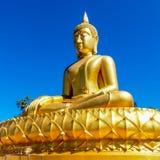 Guld- thai Buddha i stilen av den Theravada traditionsmeditatinen Arkivbild