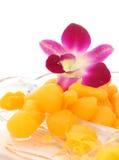 Guld- thailändsk efterrätt på maträtt Royaltyfria Foton