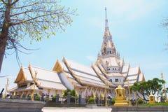 Guld- thailändsk tempel för silver Royaltyfria Bilder