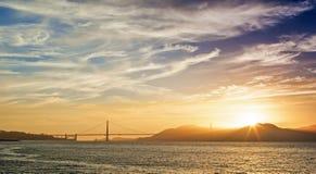 Guld- timme under solnedgång på pir av den San Francisco staden i Calif Fotografering för Bildbyråer