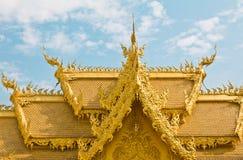 Guld- toalett av tempelet, Thailand. fotografering för bildbyråer