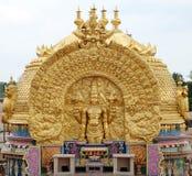 GULD- TORN I SRIRANGAM, INDIEN Arkivbilder