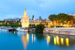 Guld- torn med cityscape Seville, Spanien Arkivfoton