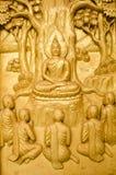 Guld- träskulptur, traditionell thailändsk stil Fotografering för Bildbyråer