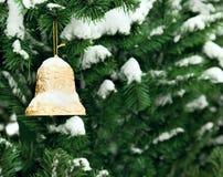 guld- tree för klockajul Royaltyfria Bilder