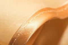 Guld- tyg som en bakgrund Makro Arkivfoton