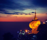 Guld- vagga - den Kyaiktiyo pagoden, Myanmar Arkivfoton