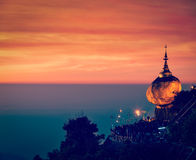 Guld- vagga - den Kyaiktiyo pagoden, Myanmar Arkivfoto