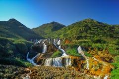Guld- vattenfall - berömt naturlandskap av Jinguashi, skott in i det Ruifang området, ny Taipei stad, Taiwan Fotografering för Bildbyråer