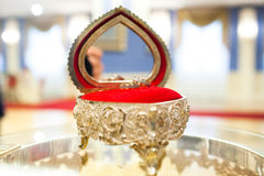 Guld- vigselring Royaltyfria Bilder