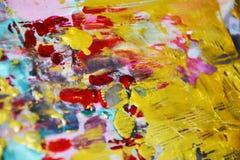 Guld- violetta mousserande rosa färger smutsar ner abstrakt färgrik bakgrund för vattenfärgen, guld- textur Arkivfoto