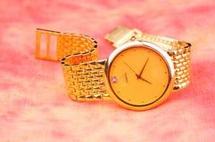 guld- watch arkivfoton